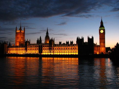 1280px-Palace_of_Westminster_at_sunset
